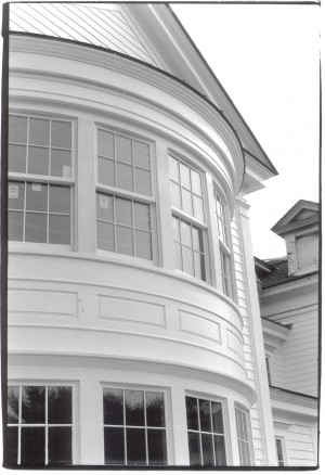 Curved-window-wall