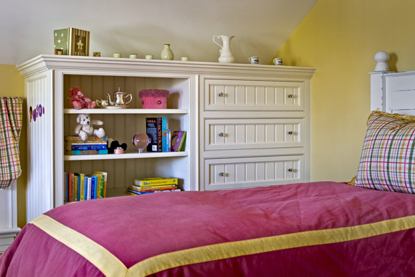 Child's Bedroom With Built-In Drawers and Shelves