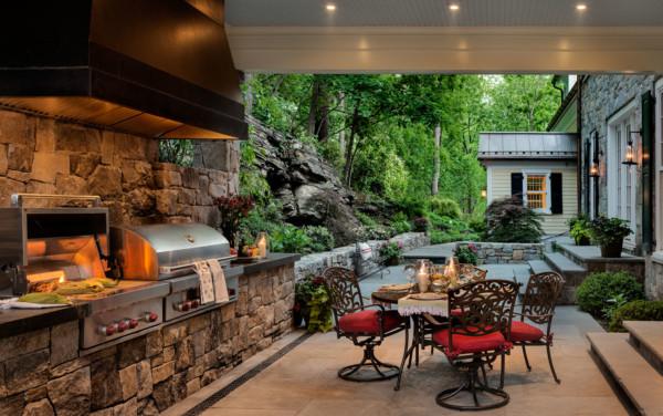 Outdoor Kitchen Behind Home
